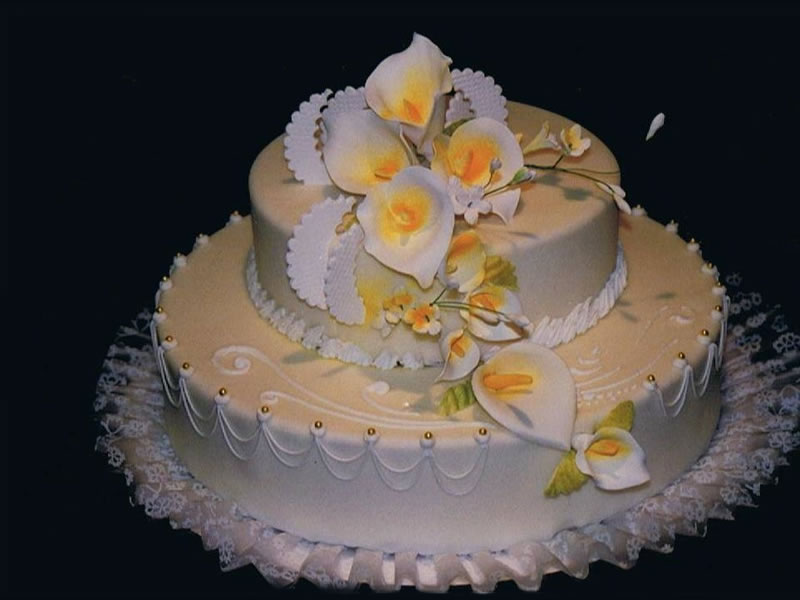 Calla Lilies and Lace Cake